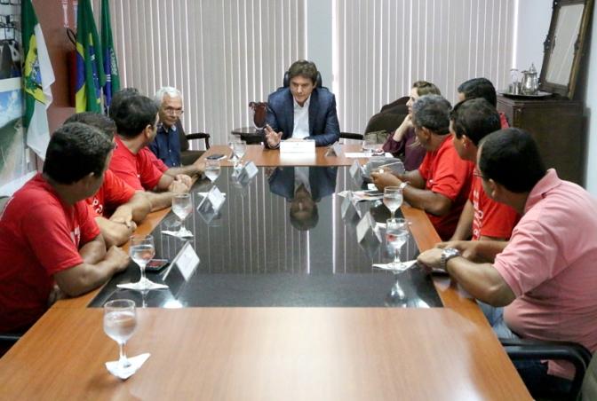 Governo negocia com Sintro