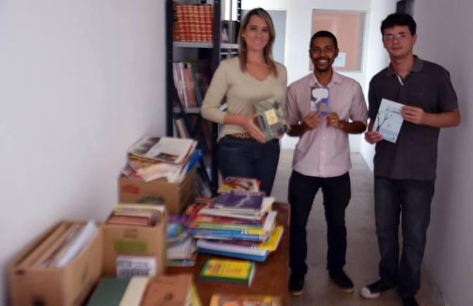 Jornalistas doam livros e revistas para o Centro de Detenção de Macaíba