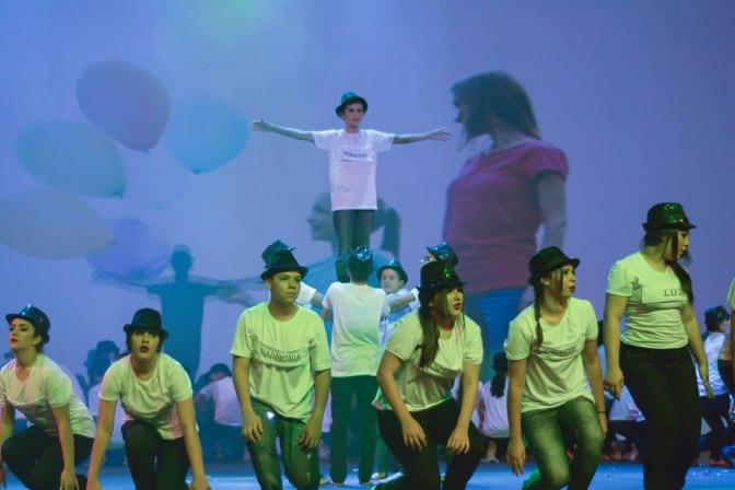 Mais de 500 estudantes dividem hoje o palco do Teatro Riachuelo