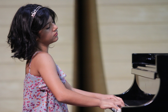 Escola de Música recebe recital de piano de Isadora Rezende