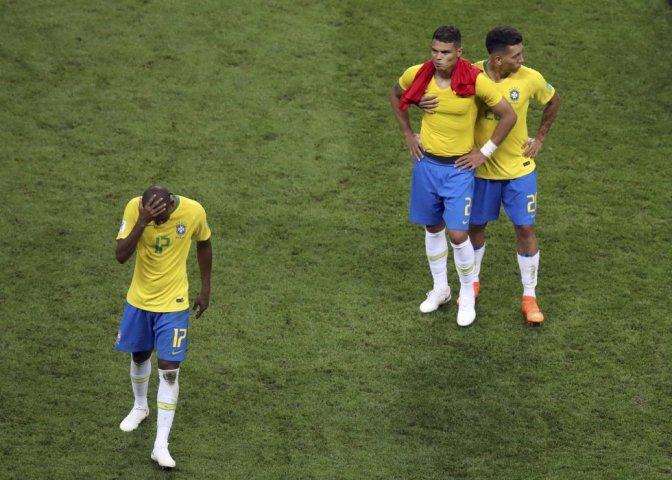 Brasil precisa reter seus talentos e evitar boçalidade no futebol