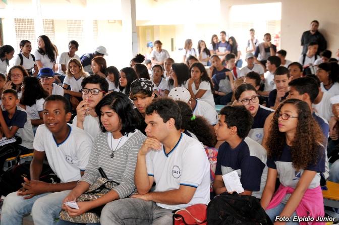 Alunos da Escola Celestino Pimentel têm palestra para combater o bullying
